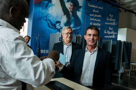 Evry, France le 11 Juin 2017 - 1er tour des legislatives à la Mairie d'Evry en Essonne. Manuel Valls arrive pour voter en fin de matinée.