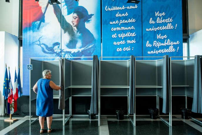 « Le présidentialisme français, forme légale du despotisme éclairé, est mal fait pour notre société fragmentée» (Photo: bureau de vote à Evry, Essonne, le 11 juin).