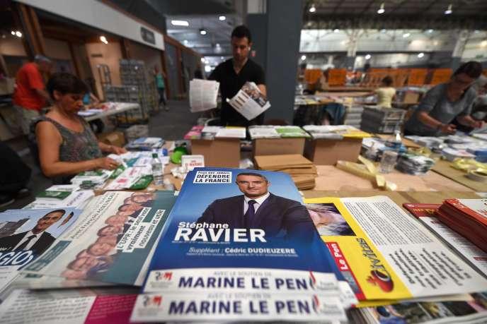 Préparation des professions de foi des candidats aux élections législatives, à Marseille le 2 juin.