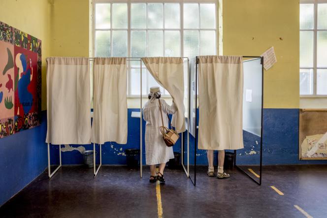 Bureau de vote à Villeurbanne, le 11 juin.