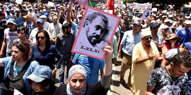 A Rabat, le 11 juin, manifestation de soutien du mouvement de protestation dans le Rif pour la libération de Nasser Zefzafi et contre la corruption des élites marocaines.