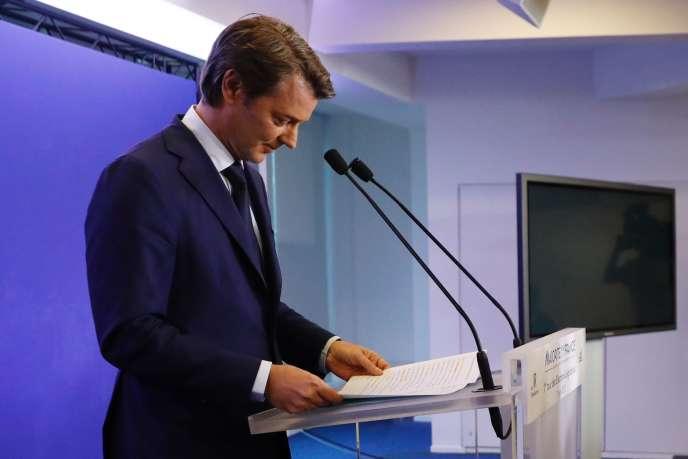 François Baroin, chef de file du parti Les Républicains pour les législatives, après l'annonce des résultats, à Paris, le 11 juin.