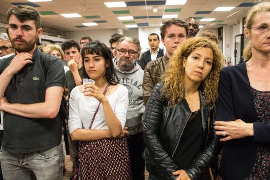 Maison des familles, à Trappes, dans les Yvelynes, au QG de Benoît Hamon. A 22heures, le candidatannonce à son comité de soutien et aux militants qu'il n'ira pas au second tour des législatives, battu de quatre-vingts voix.