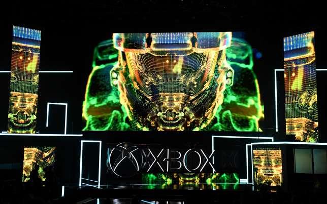 Avec la Xbox One X, Microsoft Revitaliser sa marque, plus aussi tendre des ponts avec le jeu vidéo sur Windows 10. &quot;title =&quot; ROBYN BECK / AFP &quot;onload =&quot; lmd.pic (this); &quot;Onerror =&quot; lmd.pic (this); &quot;class =&quot; lazy-retina &quot;/&gt;    <figcaption class=