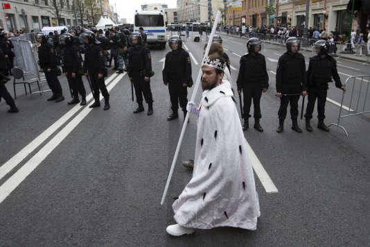 Une manifestation anti-Poutine a perturbé le cours d'un festival de reconstitution «historique», le 12 juin à Moscou.