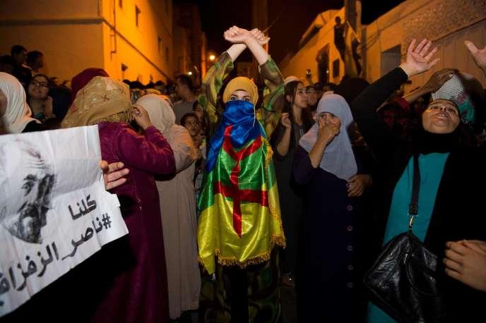 Manifestants du mouvement de contestation Hirak, à Al-Hoceima (Maroc), le 11 juin.