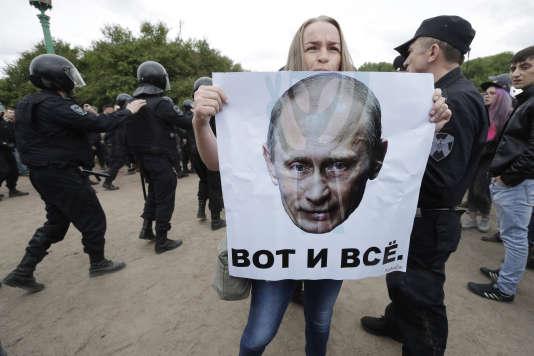 Manifestations contre la corruption, à Saint-Petersbourg, le 12 juin.