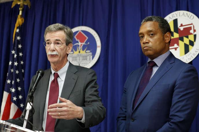 Le procureur général du Maryland, Brian Frosh, et celui de Washington, Karl Racine, lors d'une conférence de pressele 12 juin 2017.