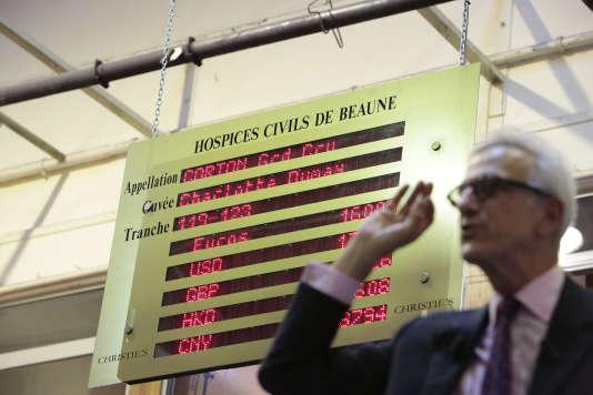La vente aux enchères annuelle des Hospices de Beaune (Côte-d'Or), en novembre 2016. Le prix des grands vins de Bourgogne s'envolent toujours plus haut.