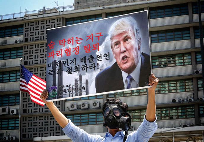 Donald Trump brocardé à Séoul, le 5 juin.
