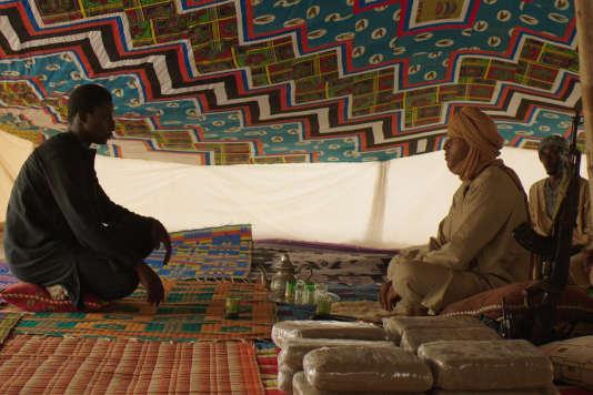 Dans le nord du Mali, Ladji (Ibrahim Koma) a pour interlocuteurs les groupes armés.