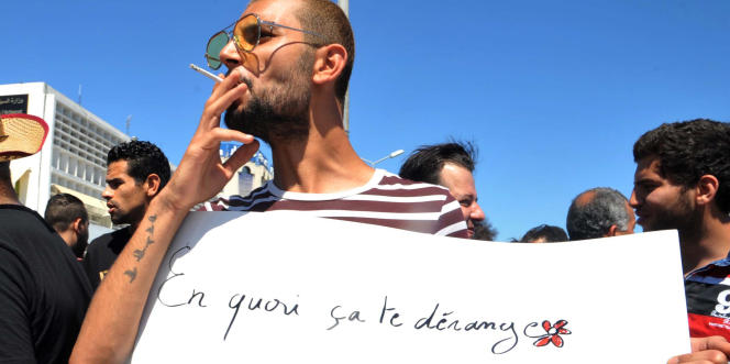 A Tunis, le 11juin 2017, lors d'une manifestation pour le droit de manger et boire en public pendant le ramadan.