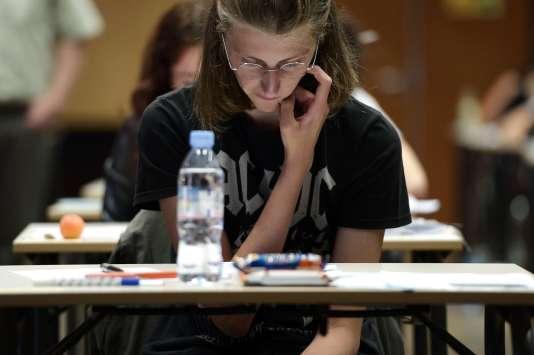 Lors du bac 2015 au lycée Fustel de Coulanges à Strasbourg. AFP PHOTO / FREDERICK FLORIN