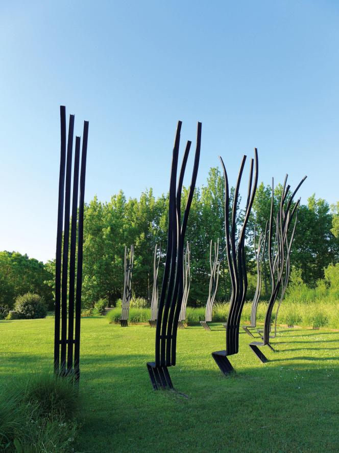 «Chaises de l'harmonie», en acier peint (2011).