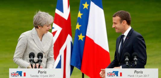 Theresa May et Emmanuel Macron lors d'un point presse commun, le 13juin.