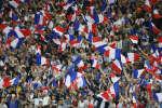Les supporters français agitent leur drapeaux pendant la rencontre amicale entre la france et l'Angleterre au Stade de France à Saint-Denis le 13 juin 2017. (AP Photo/Francois Mori)