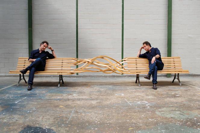 Pablo Reinoso sur un «Double Spaghetti», en bois et en acier (2006).