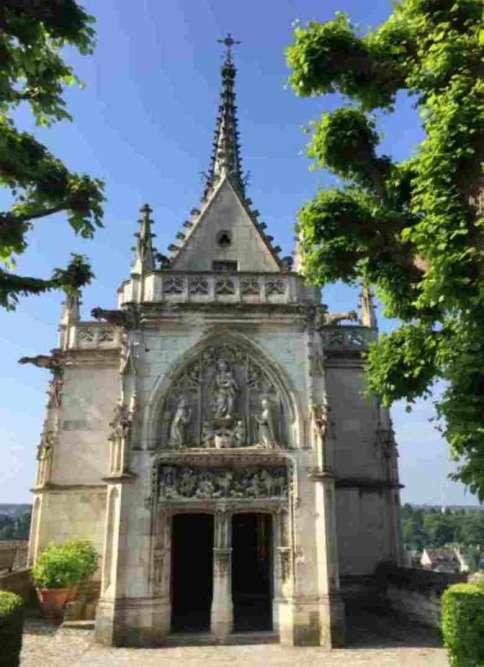 Cette chapelle abrite le tombeau de Léonard de Vinci (1452-1519).