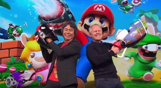 Shigeru Miyamoto (à gauche), senior manager de Nintendo, et Yves Guillemot (à droite), PDG d'Ubisoft, affichent leur entente.