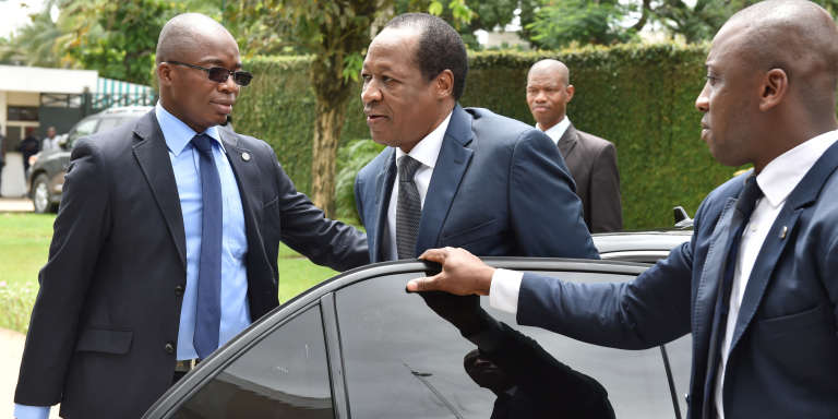 L'ex-président burkinabé Blaise Compaoré, ici en visite d'Etat à Abidjanen 2016, est poursuivi par la justice de son pays avec 31 ministres de son gouvernement pour la répression de l'insurrection populaire d'octobre 2014 alors qu'il était premier ministre.