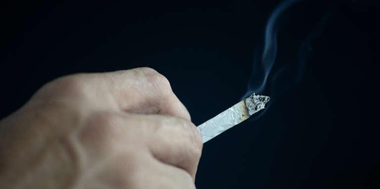 Un tribunal tunisien a condamné à un mois de prison, le 12 mai 2017, un homme accusé d'« atteinte aux bonnes mœurs » pour avoir fumé en public en plein mois de ramadan. Photo d'illustration.