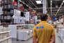 Ikea a su transformer de vastes hangars consacré à l'ameublement en lieu de promenade dominicale.