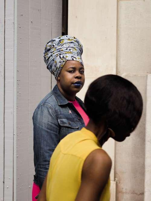Sharone Omankoy (de face), 31 ans, cofondatrice du collectif afroféministe Mwasi,tient aujourd'hui un blog,Le Kitambala agité.