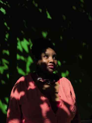 Miss Elawan défend ses convictions afroféministes sur Twitteret YouTube.