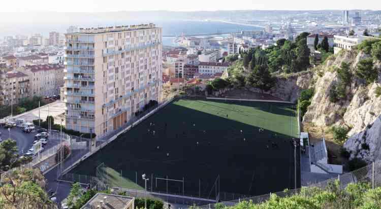 Le stade Di Giovanni, en contrebas de Notre-Dame de la Garde.