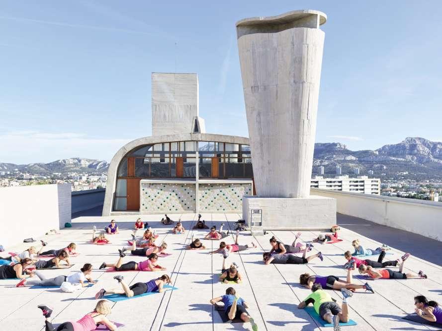 Sur le toit de l'Unité d'habitation de Marseille (également appelée Cité radieuse), signée Le Corbusier, boulevard Michelet.