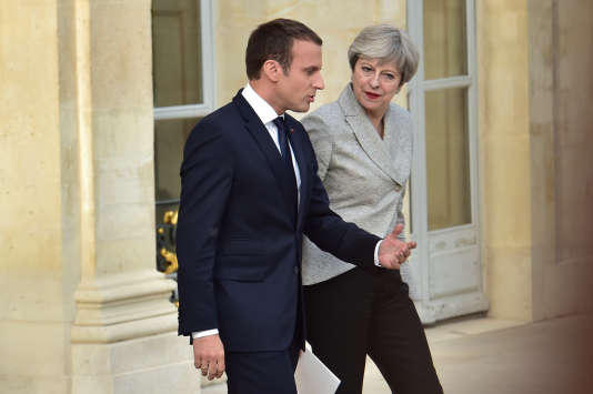 Rencontre entre le président Emmanuel Macron et la première ministre britannique Theresa May à l'Elysée, le 13 juin.