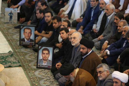 Le 9 juin à Téhéran (Iran), funérailles des victimes des attentats qui ont fait 17 morts.