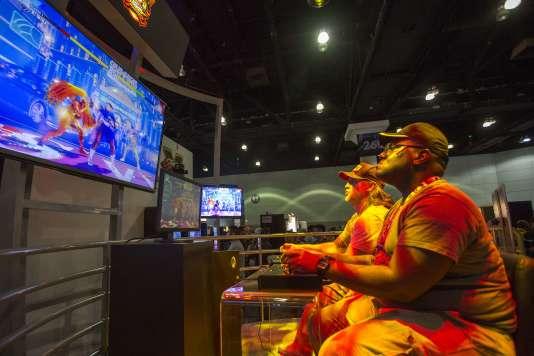 Le salon du jeu vidéo s'ouvre au grand public, une évolution qui répond à l'explosion des réseaux sociaux et de l'e-sport.