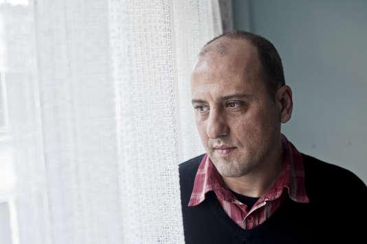 Ahmet Sik, ici chez lui à Istanbul, en mars 2012, est en détention préventive depuis fin décembre 2016.