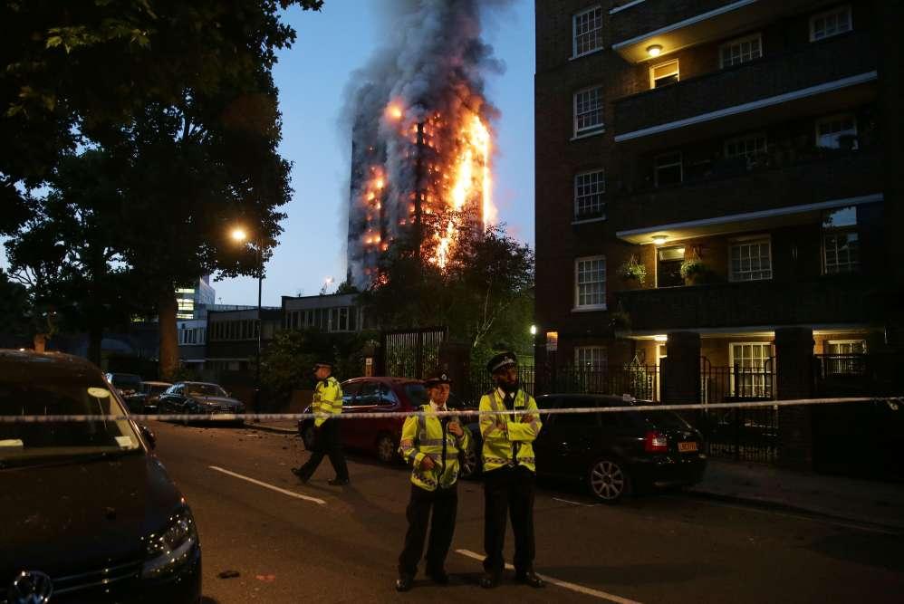 Les pompiers ont été appelés sur place peu avant 1 heure du matin (2 heures heure française).