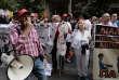 Des personnels hospitaliers grecs manifestent pour exiger l'embauche de plus de personnel, à Athènes, 6 octobre 2016.