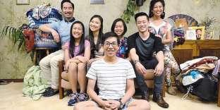 Les acteurs de la «famille Law» jouent les parents, frères et sœurs de Benjamin Law, qui a raconté son histoire dans un livre, et réalise la série.