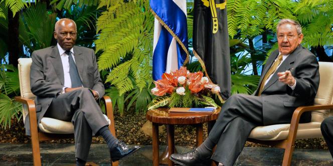 Le président angolais, José Eduardo dos Santos (à gauche), et son homologue cubain, Raul Castro, à La Havane, le 18 juin 2014.