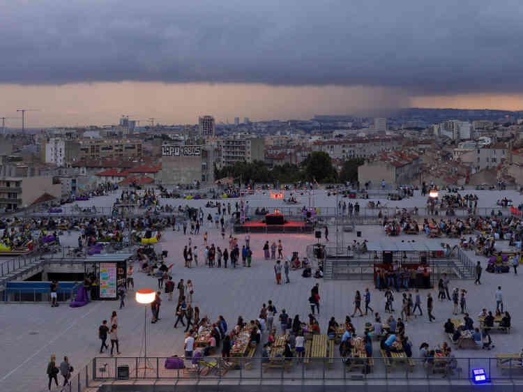 La Friche de la Belle de Mai de Marseille, implanté sur une partie des 40 000 m² des anciens locaux de la Seita depuis 1992 et incontestable réussite d'insertion des artistes dans leur ville.