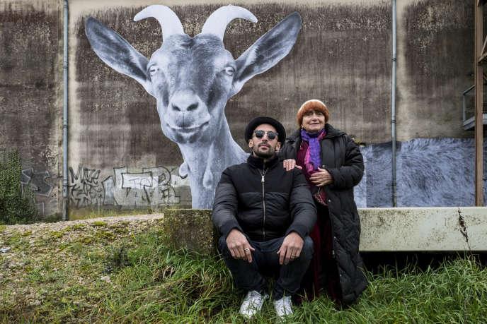 JR etAgnès Varda dans leur documentaire« Visages Villages», sorti en salle mercredi 28 juin 2017.