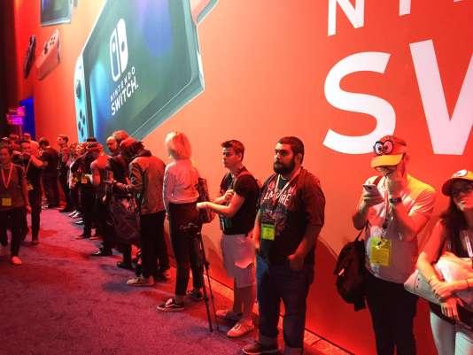 File d'attente près du stand de Nintendo.