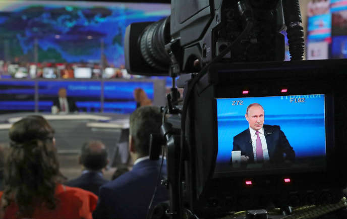 Vladimir Poutine dans l'émission« Ligne directe», à Moscou, le 15 juin.