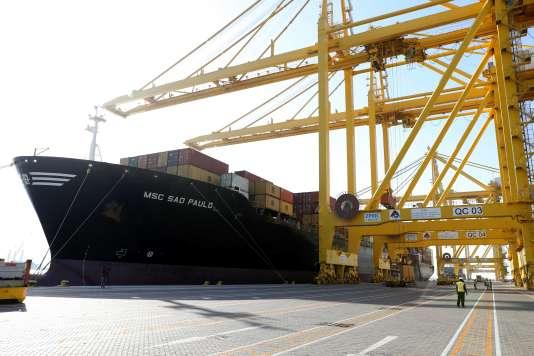 Un porte-conteneurs dans le port Hamad, à Doha (Qatar), le 14 juin 2017.