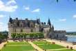 Le château d'Amboise au bord de la Loire.