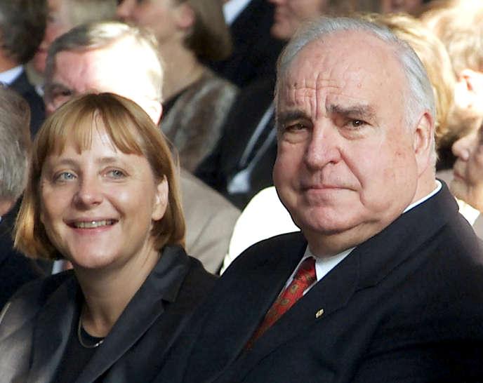 Angela Merkel et Helmut Kohl, le 27 septembre 2000, à Berlin.