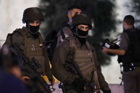 Une patrouille de police, à Jérusalem, le 16 juin, après une attaque au couteau.