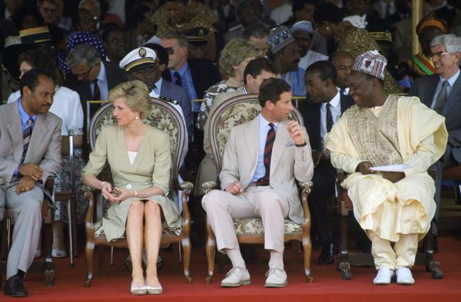 Le prince de Galles et son épouse Diana en visite à Bamenda, la principale ville anglophone du Cameroun, en mars 1990.