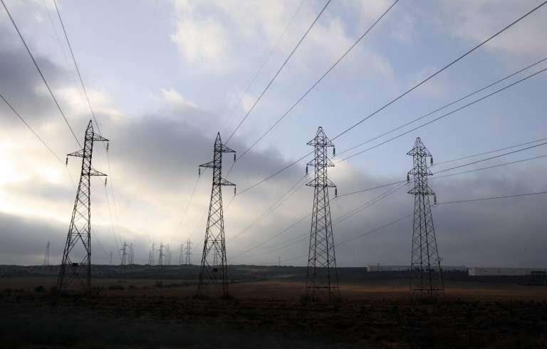 Pylones électriques à haute tension dans la région de Mostaganem, le 27 juillet 2007.