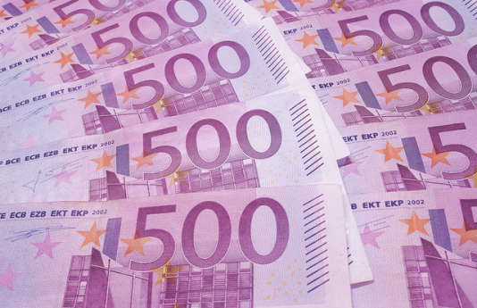 """«Le """"dépôt par un particulier de fonds sans rapport avec son activité ou sa situation patrimoniale""""fait partie des critères qui doivent les inciter à suspecter une opération de blanchiment de capitaux, selon le code monétaire et financier»."""