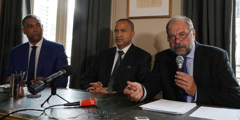 Moïse Katumbi avec son avocat, Eric Dupond-Moretti (dr.) et son porte-parole, Olivier Kamitatu (g.), le 16 juin 2017 à Paris.